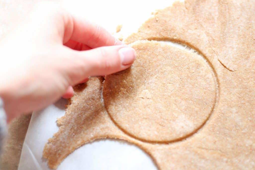 circle cut in crust dough